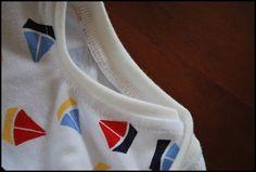 Un ptit tuto : col de t shirts Techniques Couture, Sewing Techniques, Sewing Lessons, Knitted Fabric, Sewing Patterns, T Shirt, Knitting, Tees, Sewing