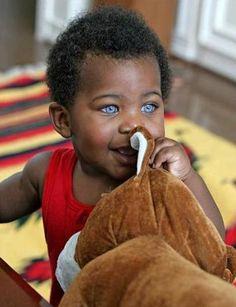 Crianças com olhos azuis é verdade   Diego Maximino                                                                                                                                                                                 Mais