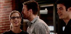 Olicity cuteness #TheFlash 2x08 #Arrow