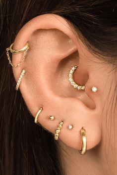 Piercing Tragus, Helix Piercing Jewelry, Cartilage Earrings, Ear Piercings Conch, Pretty Ear Piercings, Ear Peircings, Ear Jewelry, Cute Jewelry, Jewellery
