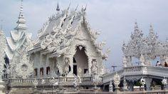 Templul Wat Rong Khun, #Thailanda  23 de poze cu cele mai frumoase biserici si temple din lume.  Vezi mai multe poze pe www.ghiduri-turistice.info  Sursa : www.flickr.com/photos/majorbonnet/