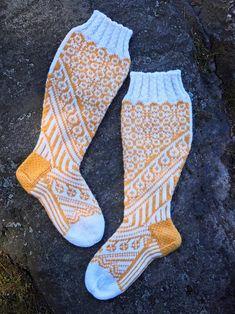 Needlework, Socks, Knitting, Handmade, Fashion, Cast On Knitting, Patterns, Embroidery, Moda