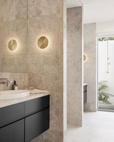 Beautiful design by for the James Bond House in Brisbane. Love the interaction between bold straight lines and gentle curves. The natural Limestone from and the opening to an outdoor shower bring the outdoors straight in. Photography by . Natural Stone Bathroom, Natural Stones, James Bond, Brisbane, Minimalist Design, Design Inspiration, Shower, Interior Design, Mirror