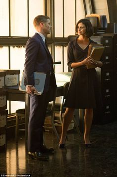 Gotham stars Benjamin McKenzie and Morena Baccarin are dating Gotham Series, Gotham Tv, Gotham Girls, Tv Series, Dc Movies, Movie Tv, Iconic Movies, Morena Baccarin Gotham, Gotham Season 1