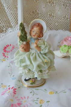 Figurine dentelle Vintage Dresde / Sandizell Vintage porcelaine dentelle Figurine