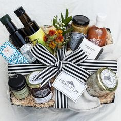 For the home box gifts for home идеи подарков, подарки Organic Maple Syrup, Organic Oil, Wine Gift Baskets, Basket Gift, Basket Raffle, Food Baskets, Housewarming Gift Baskets, Holiday Gift Baskets, Balsamic Vinegar Of Modena