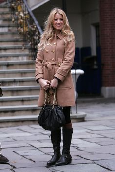 "Blake Livelys beste Looks aus ""Gossip Girl"" Gossip Girls, Moda Gossip Girl, Gossip Girl Seasons, Gossip Girl Outfits, Gossip Girl Fashion, Classy Outfits, Winter Outfits, Summer Outfits, Deborah Ann Woll"