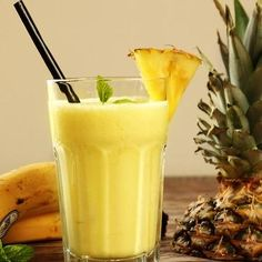 Morning Detox Trick - Lose Belly Fat in 2 Weeks with This Magical Banana Pineapple Drink Detoxify your Body Every Day in the Morning - Old Husband Uses One Simple Trick to Improve His Health Protein Smoothies, Fruit Smoothies, Smoothies Banane, Smoothies Healthy Weightloss, Smoothie Proteine, Pineapple Banana Smoothie, Pineapple Drinks, Banana Drinks, Weight Loss Smoothie Recipes