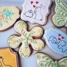 Spring is in the air and what better way to celebrate than by serving up some fresh baked flower cookies? This 5 petal flower cookie cutter is a customer favorite that can be used for so many ideas an