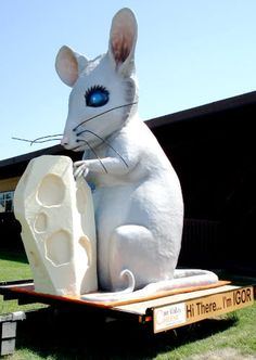 Igor the Mouse was named for Igor Stravinsky who died the day this statue was installed in Fennimore Wisconsin.