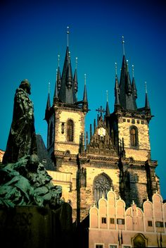 Týn Cathedral, Old Town of Prague, Czech Republic.loved the old town of Prague. Beautiful Buildings, Beautiful Places, Places To Travel, Places To See, Places Around The World, Around The Worlds, Europe Centrale, Prague Czech Republic, Old Town Square