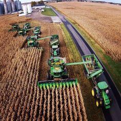 John_Deere_Farming_Harvest_Working_Together