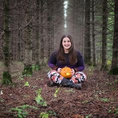 The leaves are starting to change here in Wisconsin, the air is a bit crisp, and the days are getting shorter. That can only mean one thing. Halloween is right around the corner! It's time for some to to get a bit spooky! Want to know all of the details about the 2020 LuLaRoe  Halloween collection? Keep on reading! You'll even get to see a few sneak peeks!   #LuLaRoe #LuLaRoehalloween #halloween