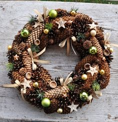 Christmas Flower Decorations, Pine Cone Decorations, Holiday Decor, Classy Christmas, Christmas Wreaths, Christmas Crafts, Wine Cork Wreath, Christmas Inspiration, Diy Christmas Ornaments