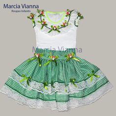Caipira junina verde infantil.  Blusa e saia(ajustável), vai com arco ou maria chiquinha.  CONSULTAR TAMANHOS  Feito sob encomenda.  Cor e estampa para encomenda podem variar.
