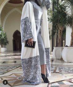 Iranian Women Fashion, Arab Fashion, Islamic Fashion, Muslim Fashion, Modest Fashion, Fashion Dresses, Abaya Pattern, Modern Abaya, Mode Kimono