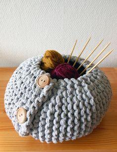PDF pattern for a knitted storage basket garter stitch por Mairea