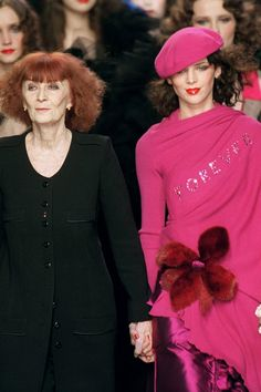 Le béret en 2000 Sonia Rykiel, Every Woman, Fashion Designers, Magenta, Classic Style, Photos, Creations, Queen, French