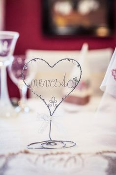 Súťaž: Moja handmade svadba! Wire Art, Handicraft, Wine Glass, Place Cards, Place Card Holders, Tableware, Handmade, Wedding, Craft