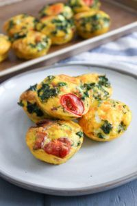 egg muffins Easy Paleo Egg Muffins - Perfect for busy mornings! You can customize these however you like, and if you can handle dairy, feta and Parmesan go great here! Brunch Recipes, Paleo Recipes, Real Food Recipes, Breakfast Recipes, Frugal Recipes, Egg Recipes, Breakfast Ideas, Dinner Recipes, Make Ahead Breakfast Casserole