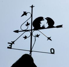 girouette hérissons Wind Direction, Weather Vanes, Metal Working Tools, Hedgehogs, Windmills, Shop Signs, Country Chic, Garden Art, Good Morning