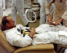 Apollo 12 mission commander Pete Conrad receiving a sandwich prior to launch, 1969 Pete Conrad, Cocoa Beach Florida, Project Mercury, Apollo Space Program, Nasa Photos, Astronauts In Space, History Images, History Education, Look At The Stars