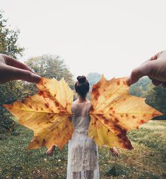 Creative Portrait Photography, Autumn Photography, Girl Photography Poses, Fitness Photography, Light Photography, Creative Self Portraits, Creative Photos, Creative Art, Creative Ideas