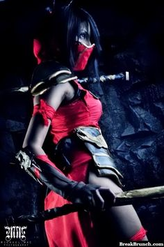 Awesome Akali cosplay from League of Legends - http://breakbrunch.com/funny-picture-1223