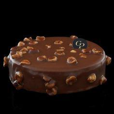 Chocolat au lait et noisettes du Piémont; Chocolate Mousse, Hazelnuts, Creme Brulee, Dacquoise & Crispy Praline)