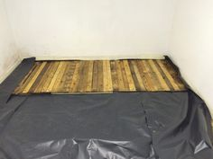 A friend of mine wanted a kitchen floor, but could not put in laminate or tiles due to a constant leak, so I suggested a temporary pallet floor. So it can be easily removed for when the leak needs to be repaired. Free Wood Pallets, 1001 Pallets, Recycled Pallets, Wooden Pallets, Pallet Cabinet, Pallet Shelves, Wood Floor Kitchen, Kitchen Flooring, Pallet Decking