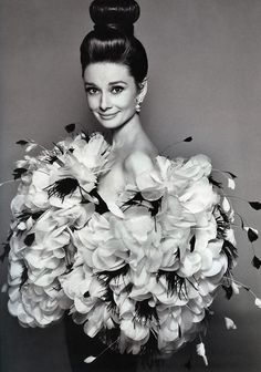 The actress Audrey Hepburn photographed by Richard Avedon (in Paris, in July 1962) to a fashion editorial for the American Harper's Bazaar, edition of September 1962.