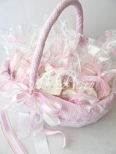 Düğün sepeti bebek - Recherche Google Baby Shower Gifts, Baby Gifts, Baby Gift Hampers, Favorite Things Party, Wedding Ring Cushion, Shower Basket, Baby Baskets, Baby Box, Flower Girl Basket