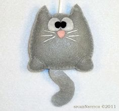 Felt Christmas Ornament Grey Kitty by SpokenStitch on Etsy Fabric Crafts, Sewing Crafts, Sewing Projects, Cat Crafts, Felt Cat, Felt Decorations, Felt Christmas Ornaments, Felt Patterns, Felt Toys