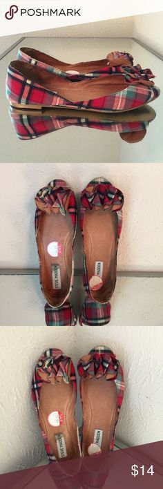 Steve Madden Plaid Flats SZ 6 Steve Madden 'Florale' Flat in Plaid - red black green. Great flats for fall. Great Shape, lots of life left. Full Leather lining. Fabric upper. 6M Steve Madden Shoes Flats & Loafers