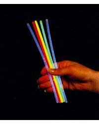 100 Tubes lumineux standards - PE9302 : 14.90 € (Astuces : bâtons de barba a papa, ou dans des bocaux en verres disséminés dans le jardin de nuit, dans des ballons...)  *** Existe en version 6 tubes lumineux XXL. Kit comprenant 100 tubes de couleur : 20 verts, 20 jaunes, 20 rouges, 20 bleus et 20 blancs     Durée d'éclairage approximative : de 6 à 8 heures     Diamètre : 5 mm     Longueur : 205 mm     Livrés avec 100 systèmes de fixation