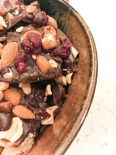Fun and Easy Treat Bark Recipe, Chocolate Bark, Acai Bowl, Wordpress, Stuffed Mushrooms, Treats, Vegetables, Breakfast, Easy