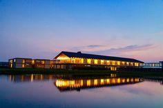 """山形県鶴岡市に世界初の""""水田ホテル""""「ショウナイホテル スイデンテラス(SHONAI HOTEL SUIDEN TERRASSE)」が開業した。天候次第で、庄内平野の水田に浮かぶような美しい水鏡の絶景を見られることもあり、世界にまたとない木造ホテルとして注目を集めている。 Places To Travel, Places To Go, Have A Nice Trip, Yamagata, Japanese Landscape, Hostel, Japan Travel, Travel Photos, Architecture Design"""