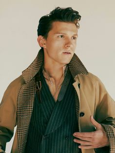 Tom Holland serving up a healthy dose of Man Crush Monday vibes and some classic fall menswear styles, captured by Fanny Latour-Lambert for GQ Style Gq Style, Fanny Latour Lambert, Siper Man, Parker Spiderman, Tom Peters, Tom Holand, Baby Toms, Tom Holland Peter Parker, Tom Parker