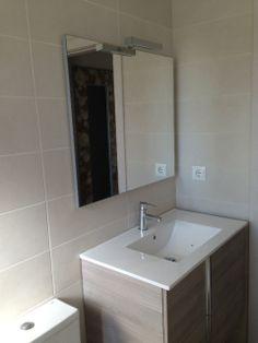 Reforma de baño, con azulejos marca VIVES, mueble de baño de ROYO, grifería TRES Bathroom Lighting, Mirror, Inspiration, Furniture, Home Decor, Bathroom Furniture, Tiles, Projects