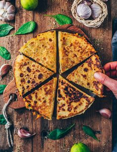 Vegane Süßkartoffel-Quesadillas sind perfekt als schnelle Mahlzeit oder Snack…. Vegan sweet potato quesadillas are perfect as a quick meal or snack. They are gluten-free, healthy, super tasty, cheesy and very easy to make. Quesadilla Vegan, Sweet Potato Quesadilla, Dairy Free Cheese, Vegan Cheese, Corn Cheese, Quesadillas, Mexican Food Recipes, Vegetarian Recipes, Healthy Recipes