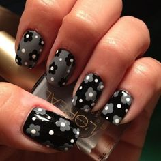 easy flower dotting nail art (from youngwildandpolished) Fancy Nails, Trendy Nails, Diy Nails, Nail Art Designs, Nail Polish Designs, Black Nails, White Nails, Red Nail, Do It Yourself Nails