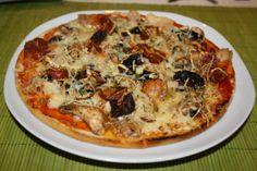 Pizza de champiñón, chorizo y tomate deshidratado