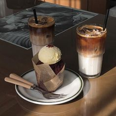 Image in food & drinks collection by 𝙢𝙤𝙤𝙣𝙧𝙞𝙨𝙚 Cafe Food, Food N, Food And Drink, I Love Food, Good Food, Yummy Food, Aesthetic Food, Macaron, Coffee Recipes