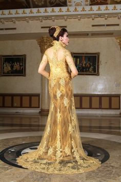 Kebaya fashion original from indonesia jaya company supplier.this kebaya like european design but this one is kebaya.with long and large trail with super gold color.want it?