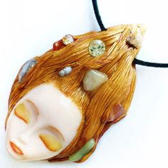 Golden hair goddess for special mornings with semi precious stones in her hair  #golden #jewelrydesigner #jewelrygram #jewelry #etsyshop #goldennecklace #sculpture #goddess #goddessjewelry #goddess #summer #summerpendant #summerjewelry #goldengirl #semipreciousstonesjewelry #facesculpture #sculptedpendant #clayjewelry #claynecklace