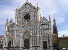 Cae una piedra de la Basílica de Santa Croce, Italia, y fallece un turista
