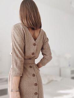 Vestido Social Modest Fashion Hijab Fashion Love Fashion Fashion Design Fashion Outfits Womens Fashion Look Chic Dress Backs Modest Fashion, Hijab Fashion, Fashion Dresses, Fashion Fashion, Spring Work Outfits, Spring Dresses, Boutique Dresses, Fashion Boutique, Modest Dresses