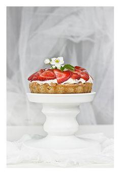 Rhubarb & strawberry yoghurt tart