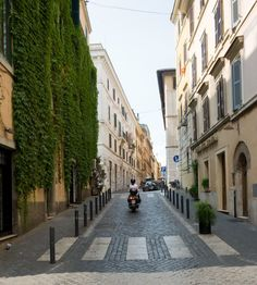 Cobbled streets of Rome•