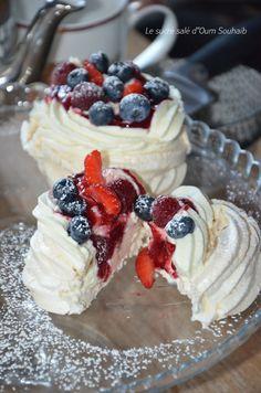 Mini Pavlova, Meringue Pavlova, Easter Lunch, Dessert Aux Fruits, Food Trends, Chocolate Desserts, Raisin, Sweet Treats, Brunch